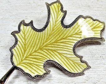 Vintage 1970s Oak Leaf Brooch Pin- Yellow Guilloche Enamel- Gold Tone Metal- Fall Autumn Woodland Costume Jewelry- Gift for Mom Grandma
