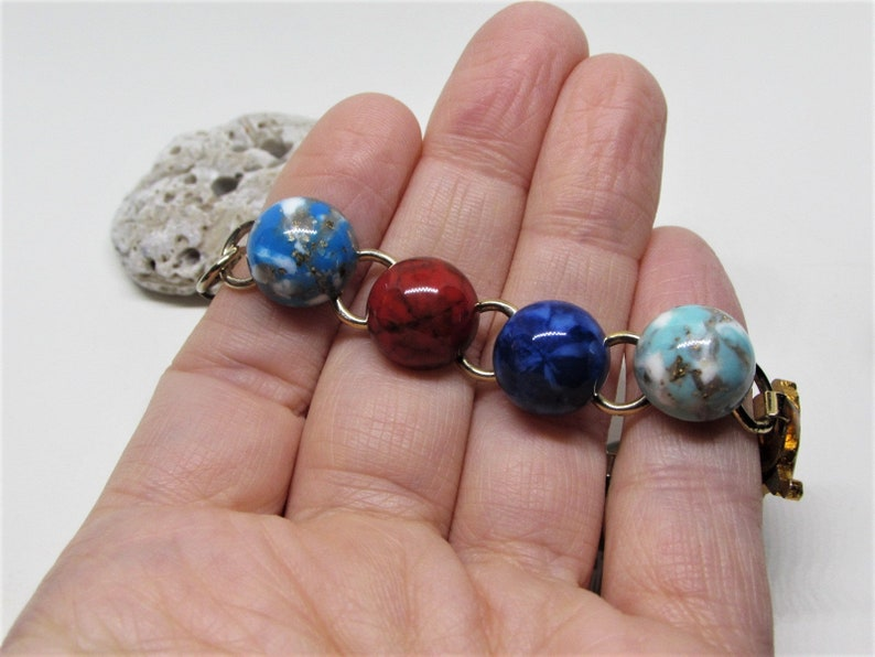 Gold Plated Brass Chain Links Turquoise Blue Lapis Red Jade Vintage Marbled Glass Cabochon Bracelet Gold Lion Charm 1960s MOD Jewelry