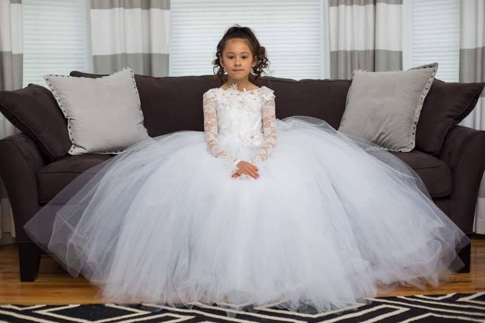 4cfab4c696 White lace flower girl dress