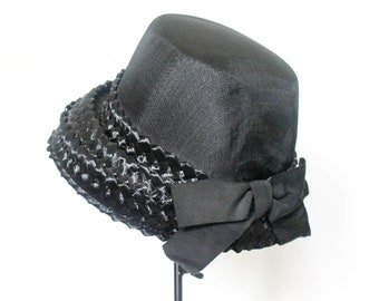 Vintage 1950s black straw hat . Shady Lady .  woven raffia bucket hat with bow