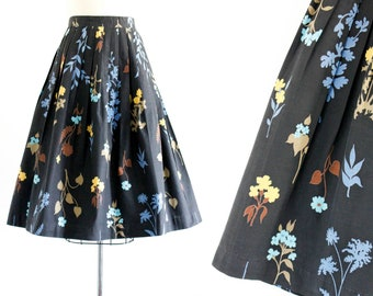 RESERVED 1950s skirt // Late Bloomer vintage black floral print 50s / 60s pleated skirt . md
