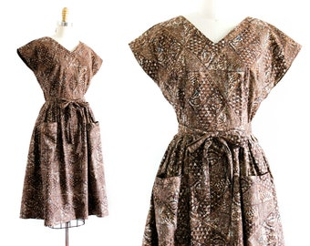 1950s wrap dress // vintage 50s/60s brown cotton batik print dress . sm / md