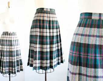 Sugar Plum .  1950s fuchsia and forest green reversible plaid skirt sm /md