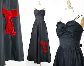 Miss Scarlet . 1940s black taffeta floor length gown . md / medium