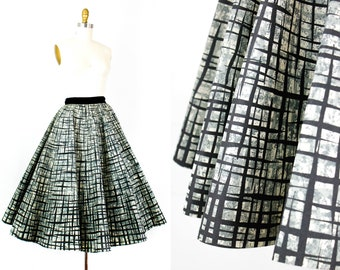 Paper Doll  . rare 1950s atomic print circle skirt . md / medium