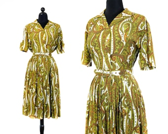 1950s paisley dress // Call of Cthulhu vintage 50s / 1960s green paisley dress with pleated skirt . lg / xl