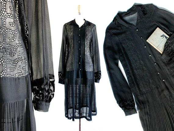 1920s black dress // Lady Blackwood vintage 20s dr