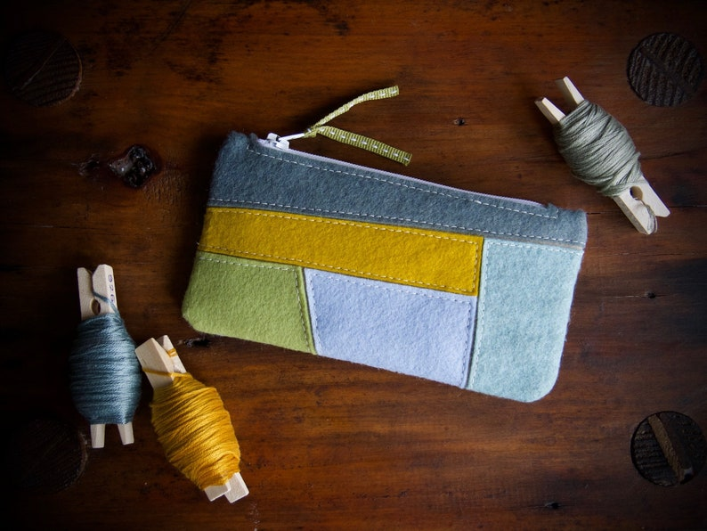 Wool Felt Coin Purse Wallet ø Small MakeUp Bag ø Hand image 0