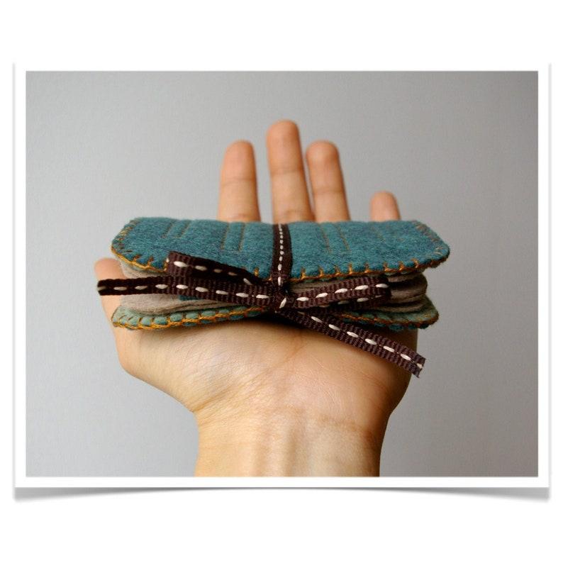 Wool Felt Needle Book Case Organizer Sewing Kit ø Deep Dark image 0