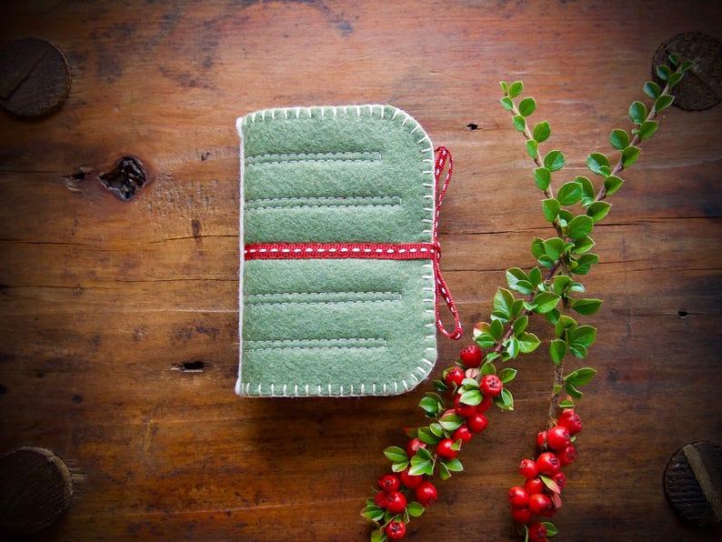Wool Felt Needle Book Case Organizer ø Twig & Berries ø image 0