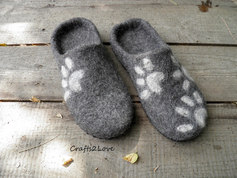 9a4ab349a503e Felted slippers Felt slippers Mens Home wool shoes Cat slippers Made of  natural wool and leather Gift for him