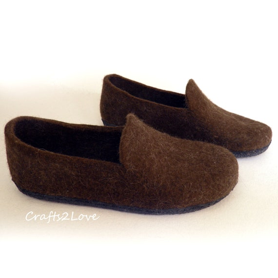 181eefae58cc9 Mens felted shoes Felted slippers with soles Felt shoes Wool slippers Gift  for him Made to order