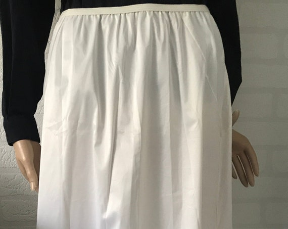 Vintage Van Raalte | underwear | lingerie  | underskirt | slip | NOS | New old stock | size Medium