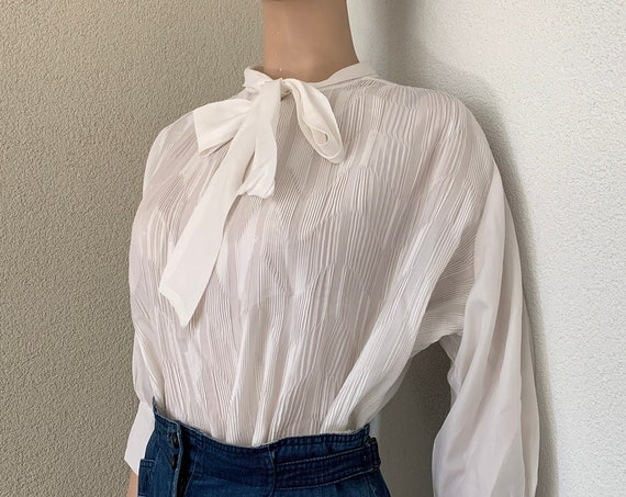 Vintage blouse | white top | pleated | sixties | oversized | bow blouse | quarter sleeves | size M/L