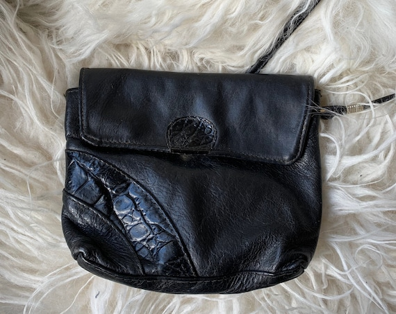 Vintage black shoulder bag | patent leather | black leather | crossover| eighties bag | crossbody bag