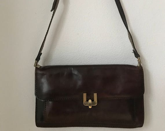 Vintage dark red/brown burgundy leather shoulder bag.