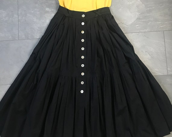 Vintage high waisted skirt | Black skirt | Marc Kehnen | nineties skirt | very wide skirt | circle skirt | midi | flounces | button through