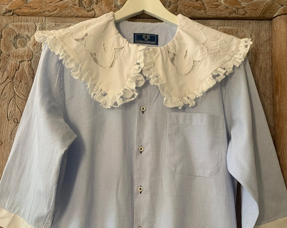Reworked blouse | shirt | La chemiserie traditionelle | tablecloth | lace | Peter Pan collar | cotton | blue and white | size s/M