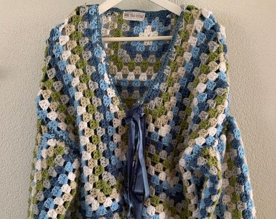 Handmade cardigan | reworked blanket | crochet | blue tones | white | grey | reuse | size M / L