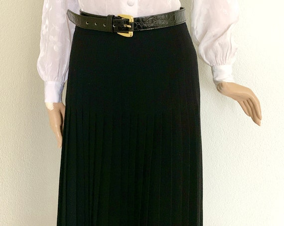 Vintage pleated skirt | wool skirt | black | Italian design | made in Italy  | medium size