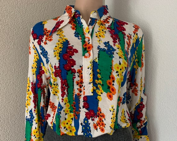 Vintage shirt| blouse | top | flowers  | seventies | pointed collar | large size | oversized | polo closure