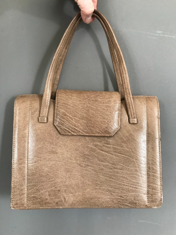 Vintage light brown handbag | leather handbag | seventies handbag | stylish bag| tophandle  | satchel | purse | short handle