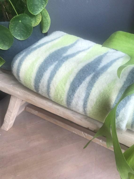 Vintage blanket | Cum Laude | Dutch | wool | blanket | green | off-white | light blue  | grey