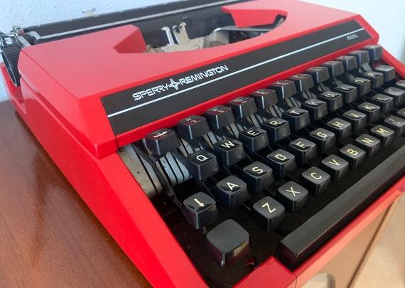 Vintage typewriter   Sperry Remington Idool typewriter   Red typewriter   Eighties typewriter   Portable   QWERTY   Dutch