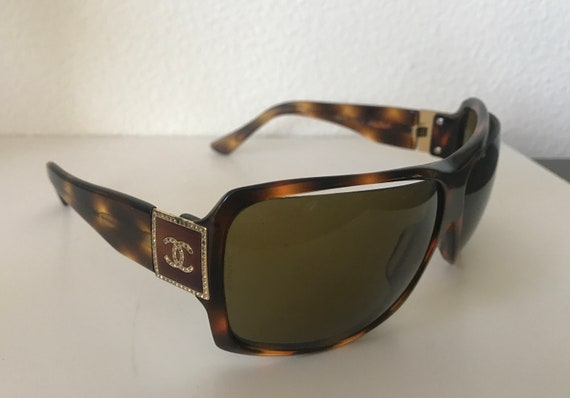Chanel sunglasses | tortoise frame | nineties sunglasses | logo | crystals | designer | Made in France