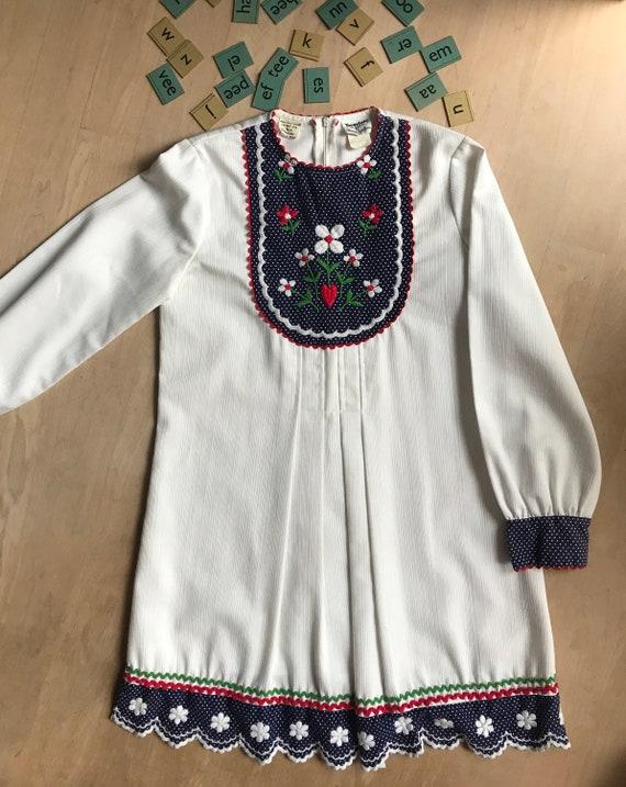 Vintage girls dress | Vintage dress | Howard Jacobson dress | Vintage kids | Seventies flower dress | Youngland white dress | white dress