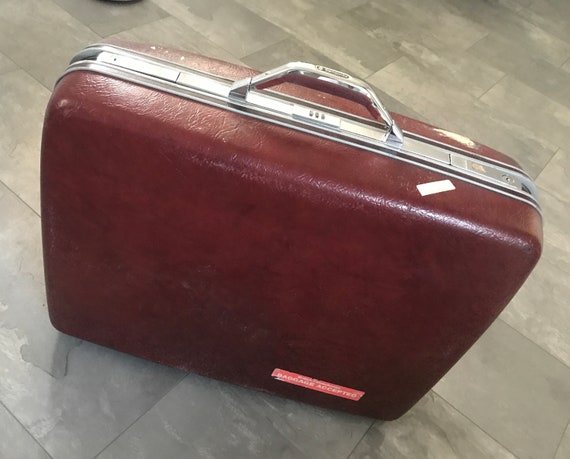 Samsonite red suitcase | Vintage suitcase | eighties | made in Canada | hardshell suitcase |