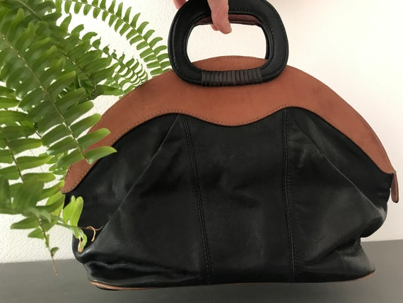 Vintage black and cognac leather handbag | leather handbag | eighties handbag | top handle  | satchel | purse | short handle | round desjgn