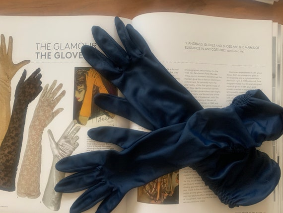 Vintage gloves | blue gloves | stretchy gloves | evening gloves | party | ruching | shiny