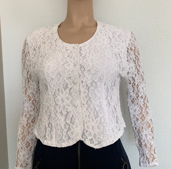 Vintage blouse | white top | lace | eighties | fitted | short model | eighties | gothic style | size S/M