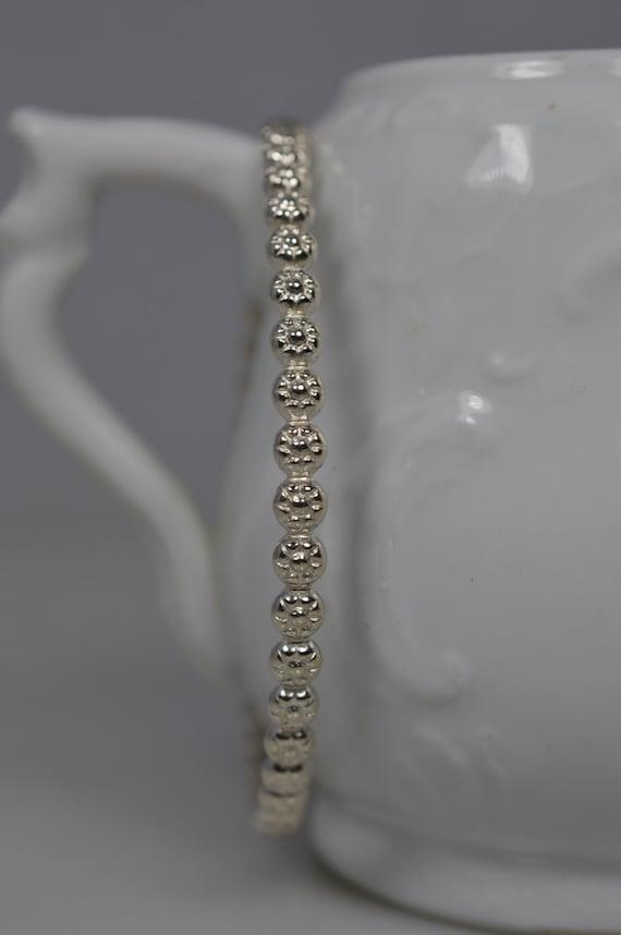 Daisy Flower Bangle Bracelet in Sterling Silver - 925 Silver Stacking Bracelet / Floral Eternity Stack Bangle