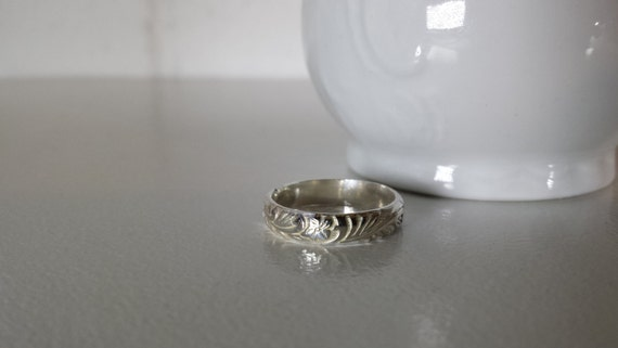 Sterling Silver Floral Vine Pattern Ring