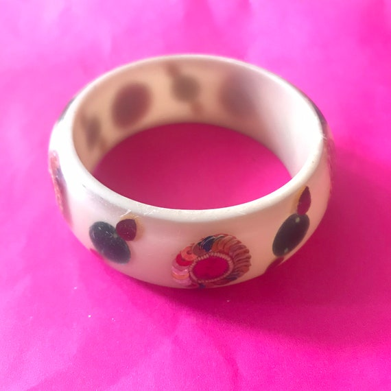 Vintage 90s Resin Plastic hippy bracelet bangle