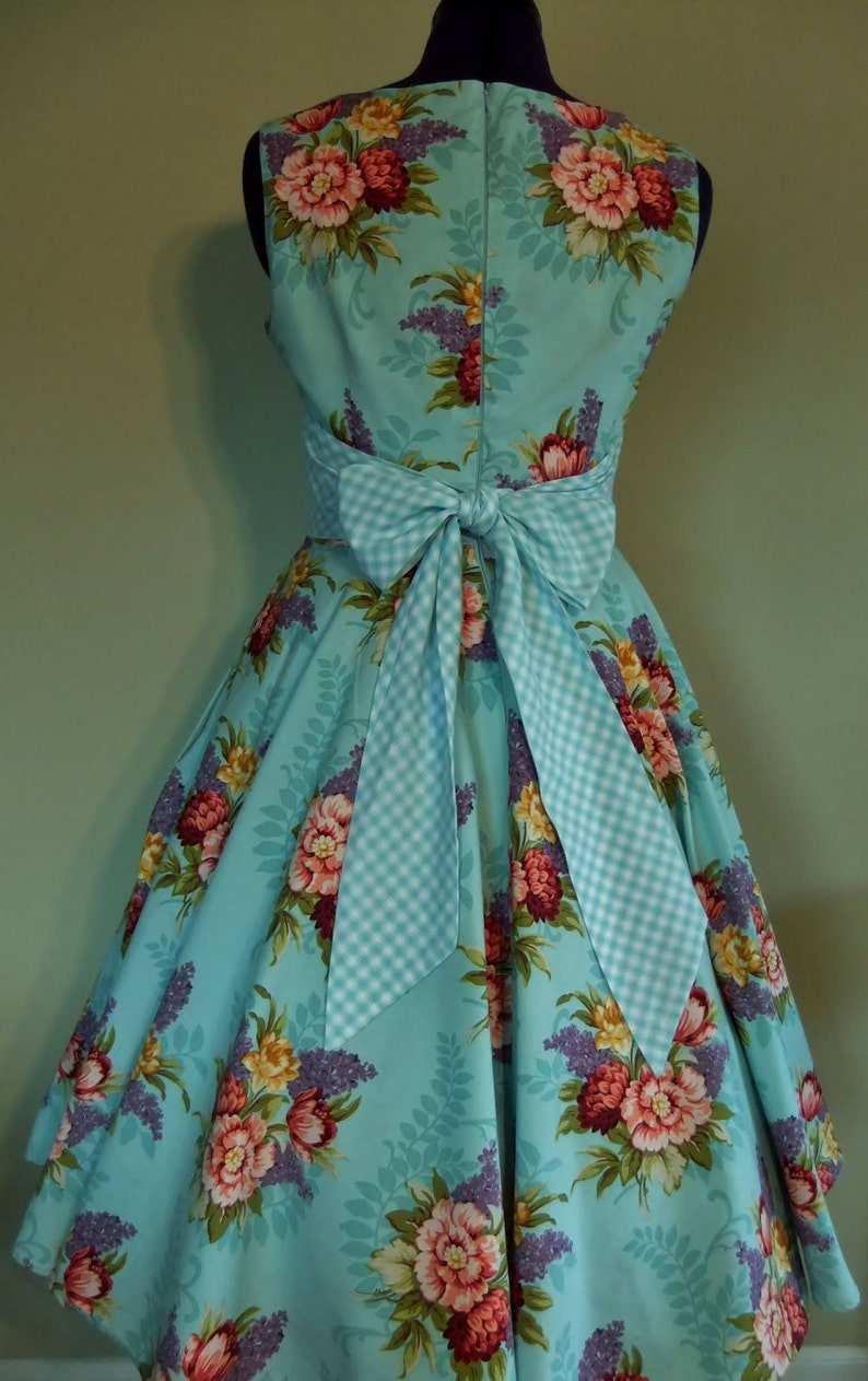 Creative Chic Ways to Wear the Pop-Art Dresses Trend - Lava360