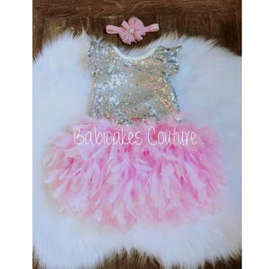 1st Birthday Outfit Feather Birthday Outfit Gray Feather Bloomer Gray /& Gold 1st Birthday Gold Baby Sequin Bodysuit Gray Flower Girl