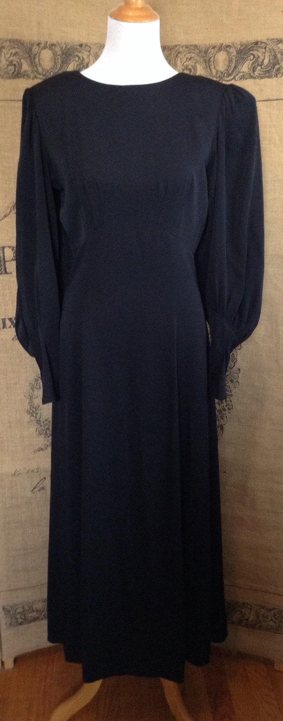 Black dress, minimalist, Wildrose, mutton sleeve