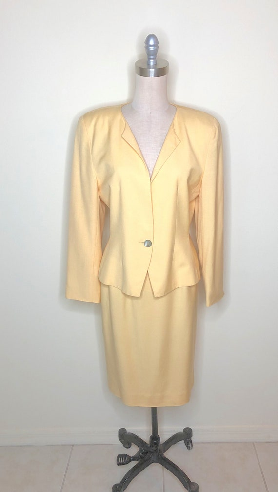 Christian Dior, The Suit, Power suit, yellow suit,