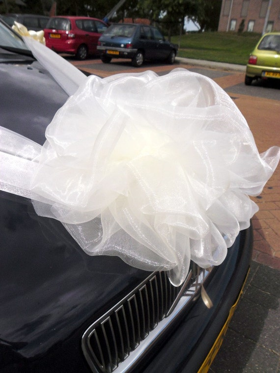 Mariage voiture décoration rubans d\u2019Organza et noeud. Décoration de voiture  de mariage
