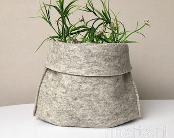 Storage basket in thick gray wool felt. Woolfelt bucket / shelf organizer / storage box.