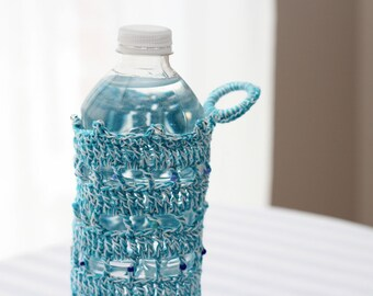 Water Bottle Cozy with handy loop in fine crochet cotton - Blueberry