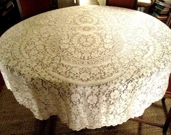 Merveilleux Ivory Oval Quaker Lace Tablecloth