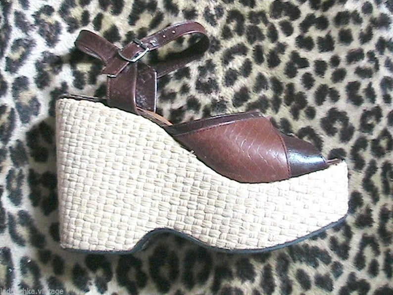 Alligator Print Leather Unique and so Fashion US 5.5  EU 35.5 French 1960s Woman Wedge Platform Sandals Shoes Made in France