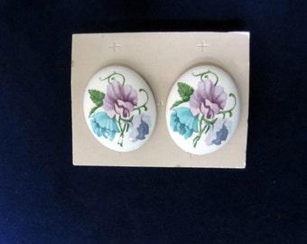 EARRINGS Lovely Vintage Painted Enamel Post Earrings Flowers on White Oval