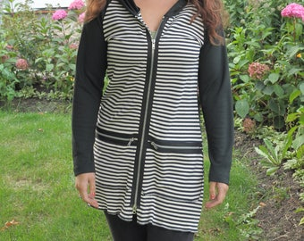 Small - 1X Black and White Striped Hoodie / Jacket / Top with outside zipper