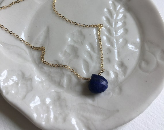 Pretty Gold & Blue Lapis gemstone necklace