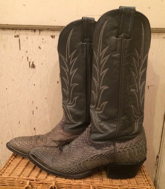 Grey Snakeskin Cowboy Boots from Nocona men's size 8D